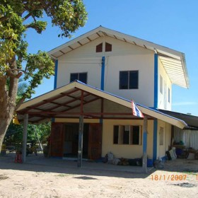 01-moses-Tsunami-Relief-Survival-help-baietti-saccaggi-surin-Thailand-Italy