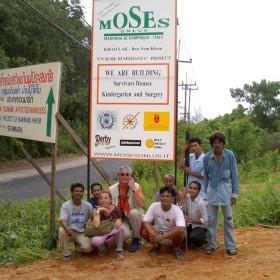 01-moses-Tsunami-Relief-Survival-help-patrizia-saccaggi-Ban-Nam-Khen-Thailand-Italy