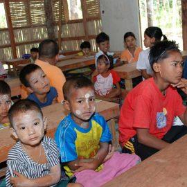02-beyond-garden-scool-oltre-giardino-moses-italy-phang-nga-burmese-children-work
