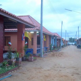 03-moses-Tsunami-Relief-Survival-help-patrizia-saccaggi-Ban-Nam-Khen-Thailand-Italy