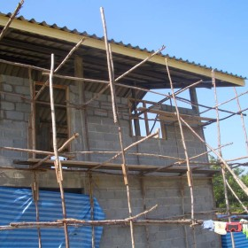 04-moses-Tsunami-Relief-Survival-help-baietti-saccaggi-surin-Thailand-Italy-