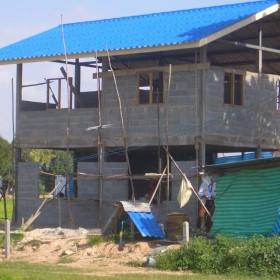 05-moses-Tsunami-Relief-Survival-help-baietti-saccaggi-surin-Thailand-Italy