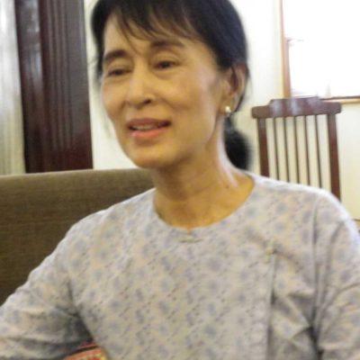 1-aung-san-suu-kyi-meeting-moses-italy-yangon-patrizia-saccaggi-francesco.baietti--(2)