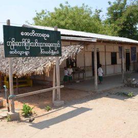 11-monastic-school-moses-italy-sagaing-myanmar-monk-help-patrizia-saccaggi-teaching