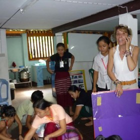 2- IAI  Insegnare-italy-mae-sariang-teaching-uncr-refugee-camp-moses-patrizia-saccaggi