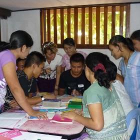 3- IAI  Insegnare-italy-mae-sariang-teaching-uncr-refugee-camp-moses-patrizia-saccaggi