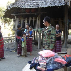 4-Warm-clothing-thai-karen-people-tribe-moses-italy