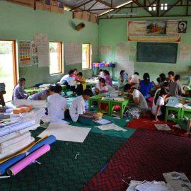 4-monastic-school-moses-italy-sagaing-myanmar-monk-help-patrizia-saccaggi-teaching