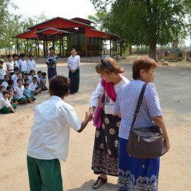 5-monastic-school-moses-italy-sagaing-myanmar-monk-help-patrizia-saccaggi-teaching