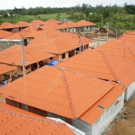 6-03-moses-Tsunami-Relief-Survival-help-baietti-saccaggi-Ban-Nam-Khen-Thailand-Italy
