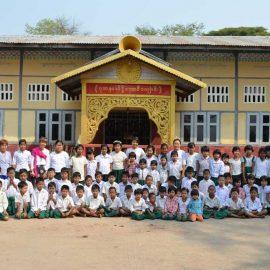 6-monastic-school-moses-italy-sagaing-myanmar-monk-help-patrizia-saccaggi-teaching