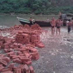Trasporto materiale via fiume