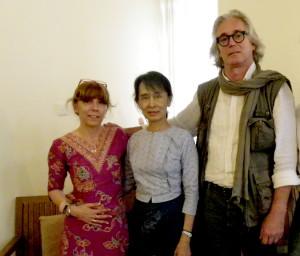 110225 - 1- Aung San Suu Kyi Patrizia Saccaggi Francesco Baietti Moses Yangon