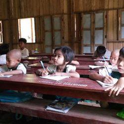 Bambini a lezione - Scuola di Ivano