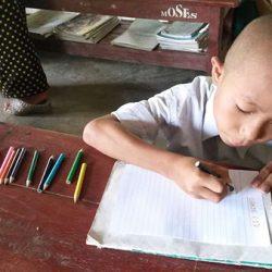 Bambino fa compiti - Scuola di Ivano